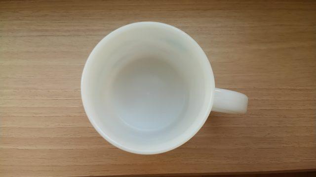 プラスチックのコップの水垢を除去後