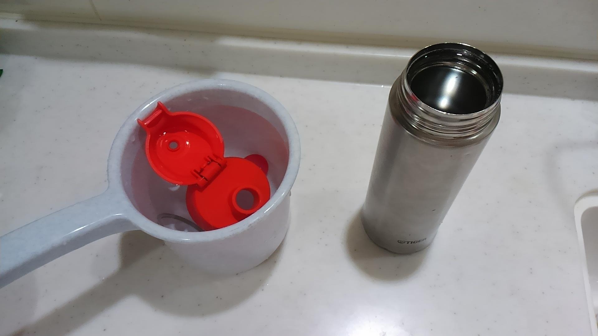 ステンレスボトルの洗い方の中の酸素系漂白剤の使い方