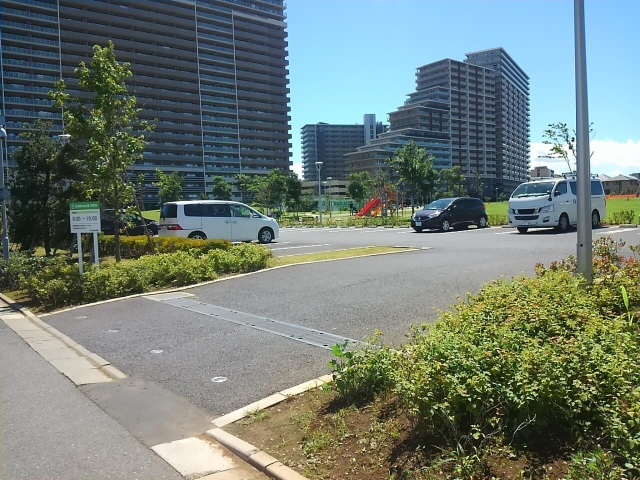 谷津奏の杜公園の駐車場