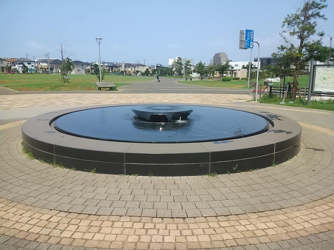 谷津奏の杜公園の駐車場の近くにある噴水