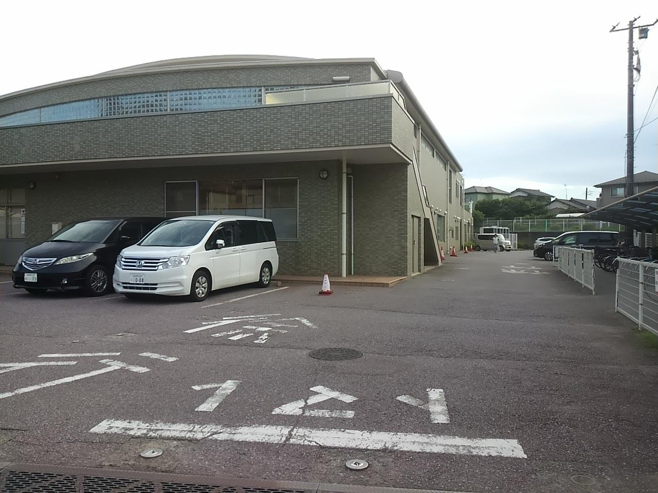 谷津コミュニティーセンター駐車場