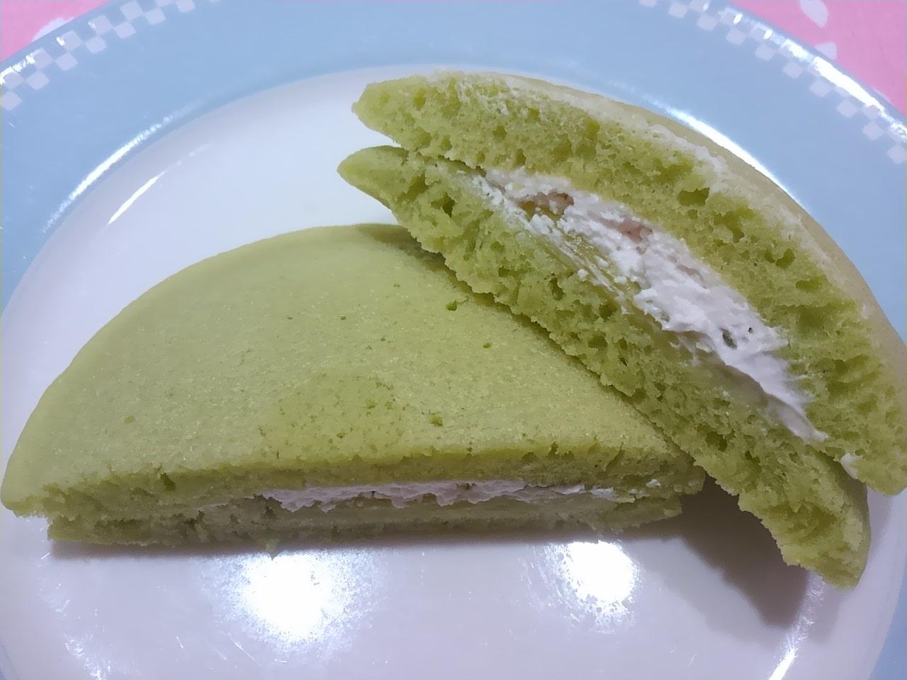 ファミマのメロンクリームソーダパンケーキの感想・口コミ・カロリー・値段